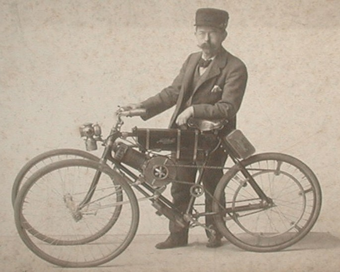 Harley Davidson is now producing a three-wheeler reminiscent of this Mitchell motorbike from 1903!